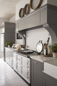 Bespoke hand-painted kitchen designed by Sims Hilditch for Malvern Family Home project. ©