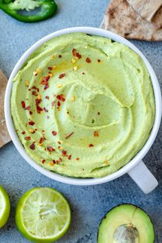 Avocado Hummus is a perfect and easy avocado recipe. For those of your that love avocado, this will be on repeat at your house! Avocado Hummus, Avocado Spread, Mashed Avocado, Cannellini Bean Dip, How To Ripen Avocados, Bean Dip Recipes, Homemade Hummus, Hummus Recipe, Avocado Recipes