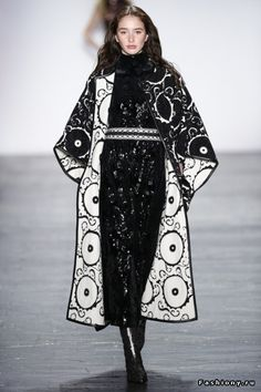 Catwalk photos and all the looks from Vivienne Tam Autumn/Winter Ready-To-Wear New York Fashion Week Fashion Week, New York Fashion, Love Fashion, Runway Fashion, Paris Fashion, Fashion Show, Autumn Fashion, Fashion Design, New Yorker Mode