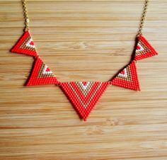 9fbf744433fd Collar de oro había plateado Peto triángulos tejidos mano abalorios Miyuki  rojo mate