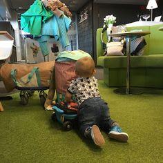 Äiti yrittää: Bisnesmiehet eivät halua lasten syöttötuoleja lentokentän loungeen