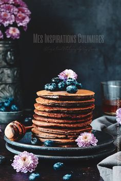 pancakes au chocolat (cacao amer) Cacao, Bon Appetit, Tea Time, Birthday Cake, Desserts, Food, Deserts, Tailgate Desserts, Birthday Cakes