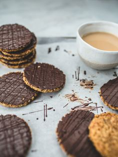 http://www.topwithcinnamon.com/2015/08/diy-chocolate-hobnob-biscuits-cookies.html