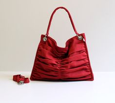 Borse a tracolla - Euphoria in Carmine Red / Hobo Bag / Shoulder Bag - un prodotto unico di bayanhippo su DaWanda