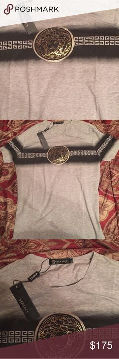 Versace men's shirt BRAND NEW // SLIM FIT FITS LIKE A LARGE! SMOKE FREE HOME ! PRICE REFLECTS AUTHENTICITY 💖 OFFERS WELCOMED Versace Shirts Tees - Short Sleeve