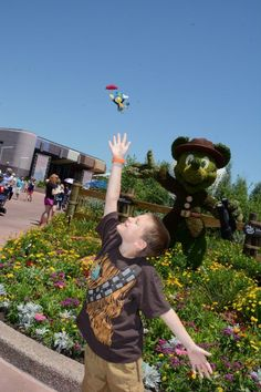 Magical Photos at Disney World with the help of Disney's Memory Maker and Photo Pass - Jimmeny Cricket at EPCOT