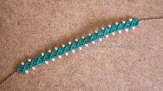 Tutorial: small macrame bracelet adorned with pearls (DIY: macrame bracelet with. Tutorial: small macrame bracelet adorned with pearls (DIY: macrame bracelet with be … – DIY&Cra Macrame Bracelet Tutorial, Friendship Bracelets Tutorial, Diy Bracelets Easy, Thread Bracelets, Loom Bracelets, Macrame Jewelry, Macrame Bracelets, Diy Jewelry, Diy Macrame