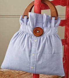 Recicle e corte uma t-shirt como sugere a figura. Acrescente o escapulário em renda. Faça o molde do escapulário igual ao que cortou na t-shirt. Acrescente