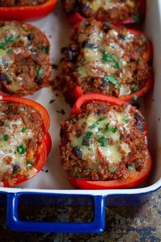 These Healthy Chili and Quinoa Stuffed Peppers are so delicious that they're bound to become a family favorite! 283 calories and 6 Weight Watchers SmartPoints