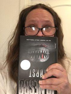 Bøker du bør lese  Vampyrist og greier - skikkelig skummel bok. Anbefales ikke til sarte sjeler. Om bøker du bør lese og umiddelbare tanker rett etter at jeg hadde lest boka  her: http://www.ninalande.no/skribent/?p=31  #bøkerdubørlese#bokanmeldelse#bokanbefaling