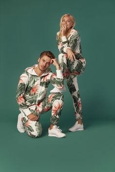 Our new Beverly Hills jumpsuits is THE outfit to have for the season! Available now on our website! Best Couples Costumes, Family Halloween Costumes, Couple Costumes, Halloween Diy, Twin Outfits, Beach Outfits, Couple Outfits, African Dresses For Kids, Friend Poses