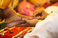 Indian Wedding Couple Photography, Indian Wedding Photos, Bride Photography, Couple Photography Poses, Indian Bridal, Anklet Designs, Anklets, Gold Anklet, Wedding Photoshoot