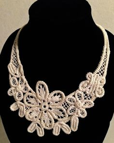 Romanian Point Lace Floral Necklace--Sacramento Convention Create a… Diy Jewelry Necklace, Lace Necklace, Crochet Necklace, Floral Necklace, Crochet Projects To Sell, Crochet Lace Collar, Romanian Lace, Point Lace, Crochet Doll Clothes