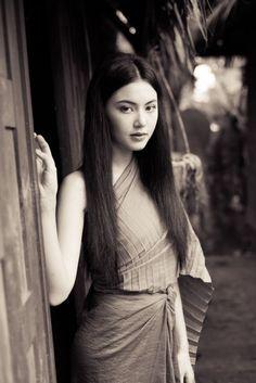 ✿ Thai women and Thai Traditional dress . (Mai Davika)