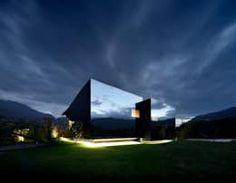 Gostou dessa fachada super moderna? Confira ideias para todos os gostos! https://www.homify.com.br/livros_de_ideias/2790842/