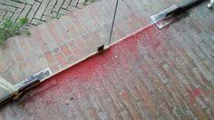 Proprio in questi giorni in cui si parla molto di Blu, lo Street Artist Marchigiano che cancella le sue opere a Bologna, un'altra cancellazione avviene a Matelica, che perde così una opera d'arte pubblica, ma nel disinteresse generale e fremendo in attesa della Tirreno Adriatica. All'inter