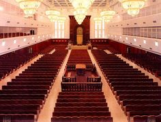 THE LARGEST SYNAGOGUE IN ISRAEL IS HASIDIC, MODERN AND IN JERUSALEM: #synagogue