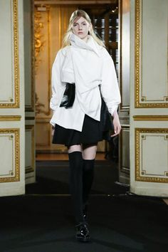 Moon Young Hee Ready To Wear Fall Winter 2015 Paris - NOWFASHION