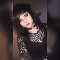 Makeup for Teens-Mastering the Basics – LovelYou Emo Scene Hair, Emo Hair, Cool Haircuts, Cool Hairstyles, Scene Hairstyles, Emo Piercings, Lip Piercing, Pelo Color Gris, Chica Dark