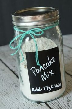 Homemade Pancake Recipe in a Jar! Shake and Pour Pancakes for an Easy Breakfast … Homemade Pancake Recipe in a Jar! Shake and Pour Pancakes for an Easy Breakfast Recipe! Camping Pancakes, Pancakes And Waffles, Mason Jars, Mason Jar Gifts, Diy Pancake Mix, Just Add Water Pancake Mix Recipe, Pancake Recipes, Brunch Recipes, Shake