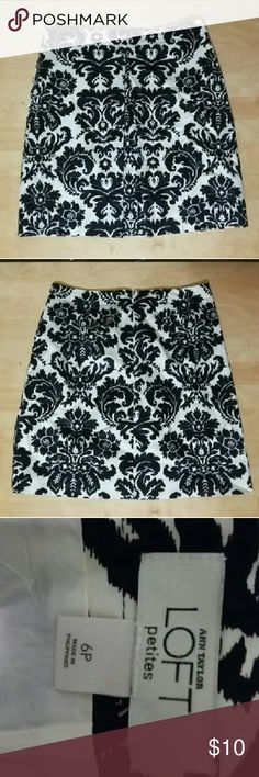 Ann Taylor Loft black and white skirt size 6 P Ann Taylor Loft black and white skirt size 6 P...excellent used condition...waist around 20 inches... Length 31.5 inches... Inside lined...98%cotton 2 %Lycra Ann Taylor Skirts Mini