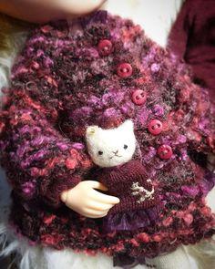 #blythe#outfit#handmade#dollphoto#dollInstagram#puppet#cat#hobbyhorse#ドール#アウトフィット#harusya#ブライス用バッグ#手作り#burgundy#バーガンディーカラー#ボルドー コートsetできました♪nyanにも お揃いお洋服です...ネコの刺繍してみました。🐈犬みたい\(//∇//)\(笑)ヘタな感じがいいな♪