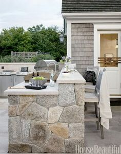 Chic Nantucket Outdoor kitchen | design by Kris Horiuchi | photos by housebeautiful.com | via chiccoastalliving.blogspot.com