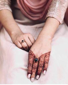 Henna Designs Wrist, Pretty Henna Designs, Mehndi Designs Finger, Henna Tattoo Designs Simple, Full Hand Mehndi Designs, Stylish Mehndi Designs, Mehndi Designs 2018, Mehndi Designs For Beginners, Kashee's Mehndi Designs