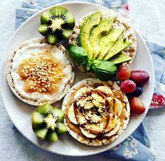 daily vegan Quick Healthy Breakfast Ideas & Recipe for Busy Mornings I Love Food, Good Food, Yummy Food, Healthy Snacks, Healthy Eating, Healthy Recipes, Guacamole, Food Inspiration, Food Photography