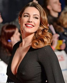 Kelly Brook boobs and nipples on show at NTAs in see-through dress - Irish Mirror Online Kelly Brook, Beautiful Celebrities, Beautiful Women, Simply Beautiful, Transparent Dress, Bobe, Moda Chic, See Through Dress, Hollywood Celebrities