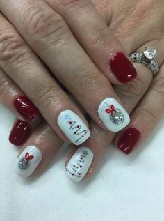 19 Ideas Nails Gel Red Christmas Trees For 2019 - Christmas nails Christmas Tree Nail Art, Cute Christmas Nails, Xmas Nails, Christmas Nail Art Designs, Holiday Nails, Christmas Trees, Christmas Quotes, Red Glitter Nails, Christmas Present Nails