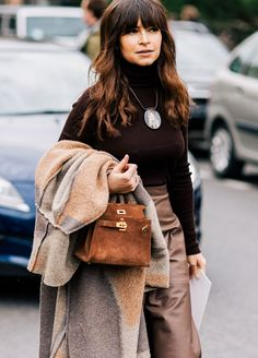 Miroslava Duma wearing a Hermes bag before the Giambattista Valli Fall/Winter fashion show in Paris, France Fashion Week Paris, Street Fashion, Kelly Bag, Ashley Olsen, Boho Fashion, Winter Fashion, Womens Fashion, Fashion Trends, Fashion 2016