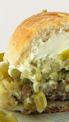 Cheese & Green Chile Burgers Cream Cheese and Green Chili Burgers this sounds really good I love green chilies and cream cheeseCream Cheese and Green Chili Burgers this sounds really good I love green chilies and cream cheese Hatch Green Chili Recipe, Green Chili Recipes, Hatch Chili, Mexican Food Recipes, Burger Recipes, Beef Recipes, Cooking Recipes, How To Cook Chili, Chile
