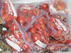 Foods you can freeze before canning. Great way to make sure no garden produce spoils, or to save a large enough quantity of something for a big canning session Canning Tips, Home Canning, Canning Recipes, Freezing Tomatoes, Freezing Vegetables, Canning Vegetables, Frozen Vegetables, Canning Tomato Juice, Canning Tomatoes