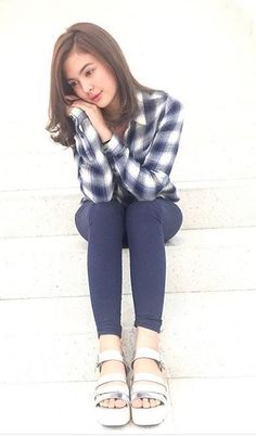 Sofia Andres Uzzlang Girl, Sexy Photography, Women's Fashion, Fashion Outfits, Filipina, Work Wardrobe, Casual Chic, Plaid Scarf, Perfect Fit