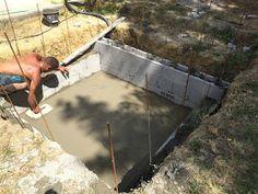 Construction d'une petite piscine en béton équipée spa: Début de la construction piscine béton Piscine Diy, Patio, Spa, Wood, Gardens, Small Swimming Pools, Houses, Wheelbarrow, Walls