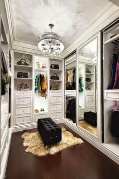 If youre dreaming of a luxury walk-in closet in your home, youre definitely not alone. Visit our gallery of luxurious walk-in closet designs. Walking Closet, Walk In Closet Design, Closet Designs, Closets Pequenos, Dressing Room Closet, Dressing Rooms, Dressing Area, Closet Vanity, Closet Mirror