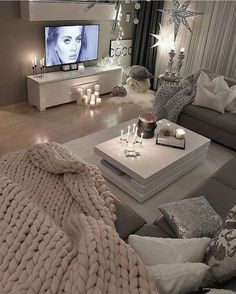 Home & Living Room Love The ! 💕 Haus & Wohnzimmer Love The ! Living Room Decor On A Budget, Glam Living Room, Cozy Living Rooms, New Living Room, Apartment Living, Home And Living, Living Room Designs, Small Living, Modern Living