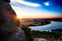 #wanderlustweekends Stout's Point is a magnificent place to view a sunrise when visiting Petit Jean State Park. The view of the sunset on the other side of the mountain is rather fantastic as well. Keep America Beautiful and keep The State Parks of Arkansas natural. #MorriltonArkansas #Arkansas #KeepArkansasBeautiful #KeepARBeautiful #TheNaturalState