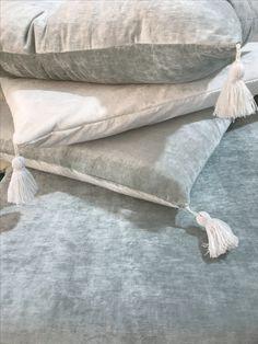 Finition velours lavé et pompons pour le Nouveau Canapé sur mesure Luna