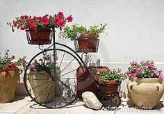 Resultado de imagem para bicicleta de jardim de ferro Planter Pots, Wheels, Diy Projects, Bike, Garden, Binder, Bicycles, Bicycle, Garten