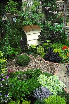 AJ501040- BEE HIVE IN EDIBLE HERB GARDEN AT RHS CHELS : Asset Details -Garden World Images