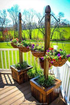 Pallet Planter Stands with Hanging Planter Baskets #outdoorplanterdesign