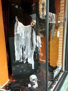 2013 YIP - Day 286: Halloween display