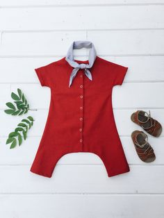 The Duke Jumpsuit is the perfect unisex jumpsuit. Inspired by vintage coveralls, this modern take is our go to summer outfit. Short sleeves, and cropped legs make for an airy and comfortable garment. Snaps all the way down center front making diaper changing a breeze. Composition:100% linen*All items are made to order and will ship within 3-4 weeks of placing order
