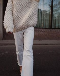 Love this Neutral Color Sweater and White Jeans for a cool spring style inspiration Beige Outfit, Looks Style, Style Me, Classic Style, I Love Mr Mittens, Dressy Sweaters, Up Girl, Look Cool, Autumn Winter Fashion