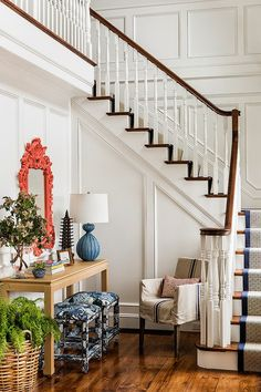Una casa con toques de color y texturas A house with spalshes of color and texture TOUR