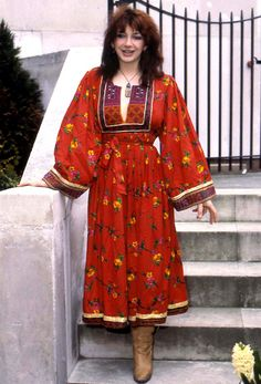 Kate Bush in a bohemian dress. Go Kathy! Fashion Fail, Big Fashion, Fashion Beauty, Vintage Fashion, Pop Music Artists, Photography Movies, Female Singers, Celebs, Celebrities