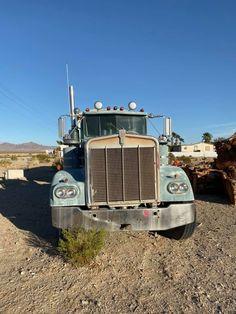 Abandoned Cars, Abandoned Places, Semi Trucks, Old Trucks, Kenworth Trucks, Trucks And Girls, Busse, Commercial Vehicle, Mechanical Engineering
