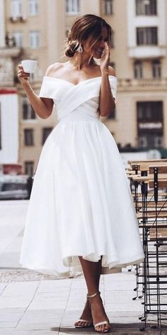 Browse beautiful Tea Length wedding dresses and find the perfect gown to suit your bridal style. Browse beautiful Tea Length wedding dresses and find the perfect gown to suit your bridal style. Civil Wedding Dresses, Wedding Dress Trends, Dresses To Wear To A Wedding, Civil Ceremony Wedding Dress, Cute Dresses For Party, Wedding Dress Styles, Wedding Reception, Tea Length Wedding Dress, Tea Length Dresses